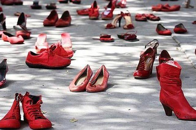 performance-violencia-de-genero-zapatos-rojos-de-elina-chauvet