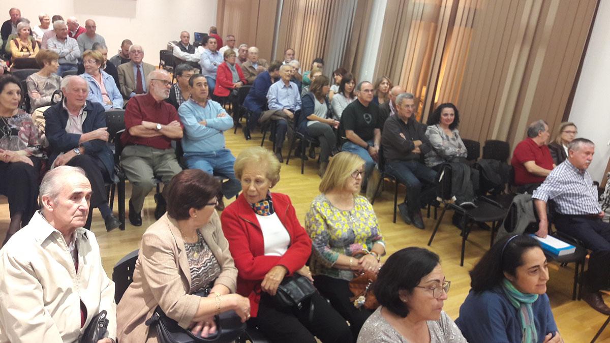 Numeroso público en la presentación del libro