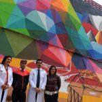 La alcaldesa visita el muro de Okuda