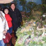 La alcaldesa visita el Belén de Resti Muñoz