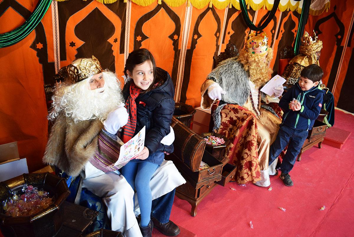 Fotos De Los Reye Magos.Los Reyes Magos Traen La Ilusion Y Reciben Las Cartas Y