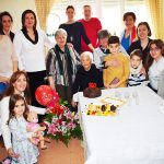 La alcaldesa felicita a una abuela centenaria