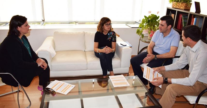 El colegio San José presenta a la alcaldesa las actividades de su 50 aniversario